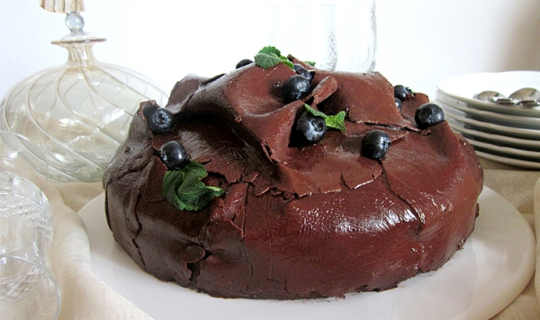 BLUEBERRY DOUBLE CHOCOLATE CAKE