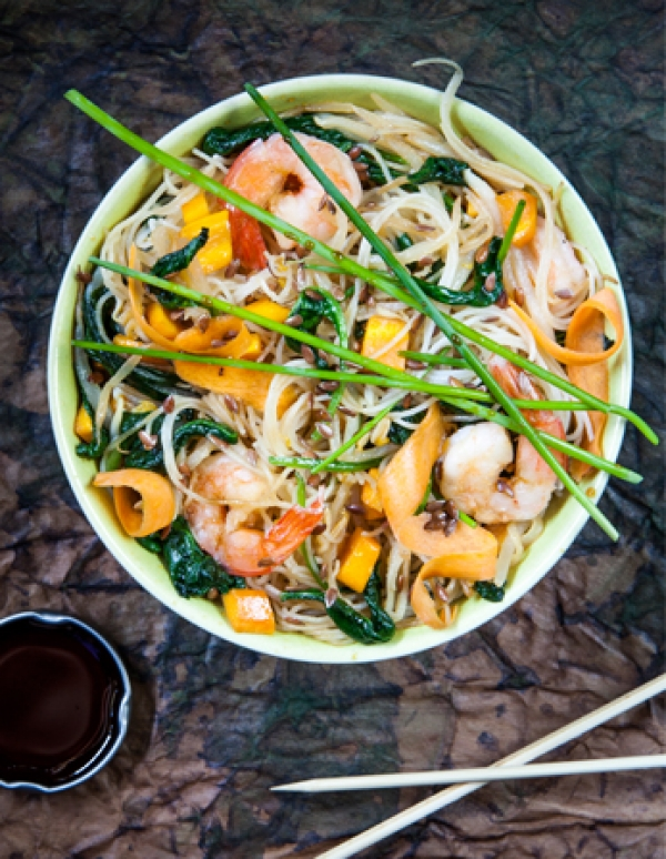 STIR-FRY WITH RICE SPAGHETTI, VEGETABLES AND PRAWNS & BALSOY